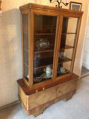 Antiquität Antikmöbel Glasvitrinen und Kommoden