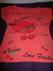 Farbenfrohes bedrucktes Shirt mit Strass