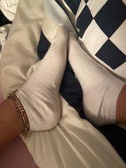 Getragene Socken oder Strings
