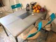 Tisch IKEA Plastik Metallbeine 124x77