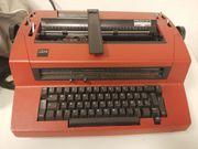 Ältere Schreibmaschine von IBM voll