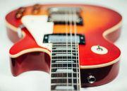 Bassist in oder Gitarrist in