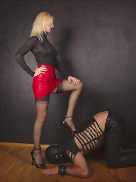 Sie sucht Ihn (Erotik) - Asgard li - BDSM Palast -Domina