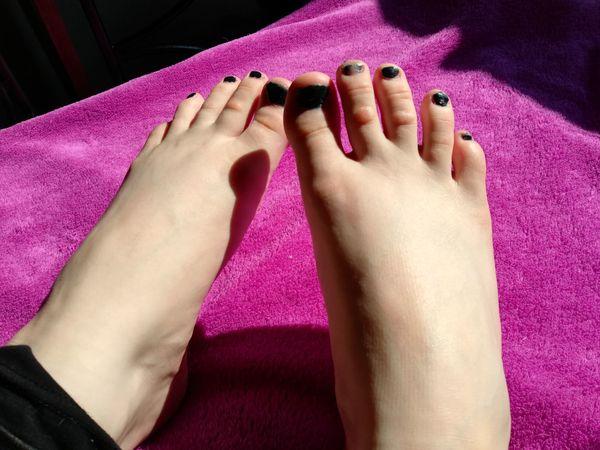 Große breite und tolle Füße