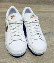 Nike-Sneaker in weiß mit goldenem