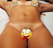 Erotische Nacktbilder von der zierlichen