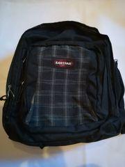 Eastpak Rucksack - schwarz mit Laptopfach