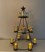 Weihnachtspyramide aus Metall -Teelichthalter