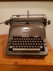 Oma s Schreibmaschine von ADLER