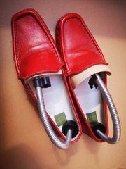 rote Schuhe Größe 39