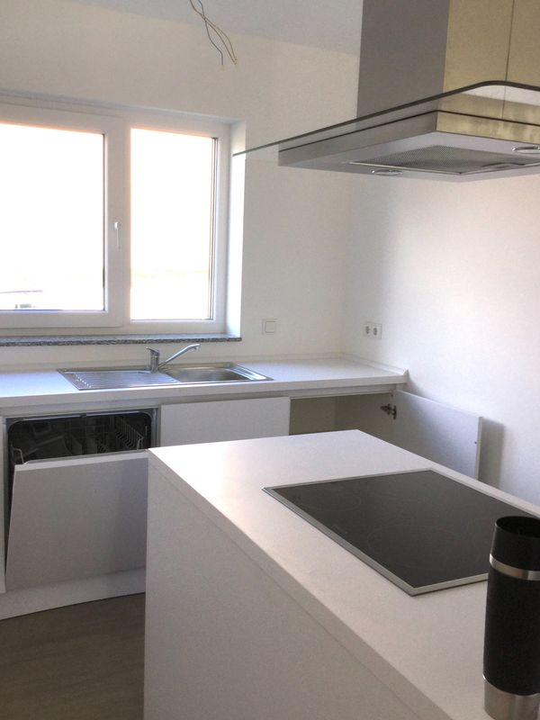 Neuwertige Küche mit 13 Monaten