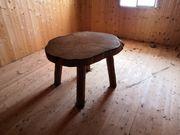 Tisch und Stühle rustikal