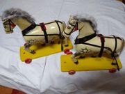 2 antike Holzpferde