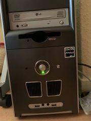 Linux-Rechner Desktop-PC mit Bildschirm