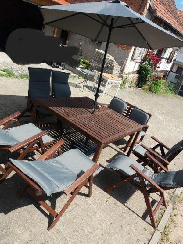 Gartenmöbel Tisch Stühle Bank - Steinfeld - Top Zustand wurde letztes Jahr für ca 700 Euro gekauft. Stühle lassen sich in liegeposition verstellen!Kissen sind ca 2 monate alt und haben nochmal 150 gekostet - Steinfeld