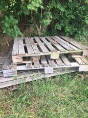 Holzpaletten Pfosten verzinkte Balkenschuhe