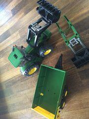 Spielzeug Traktor John Deere Bruder