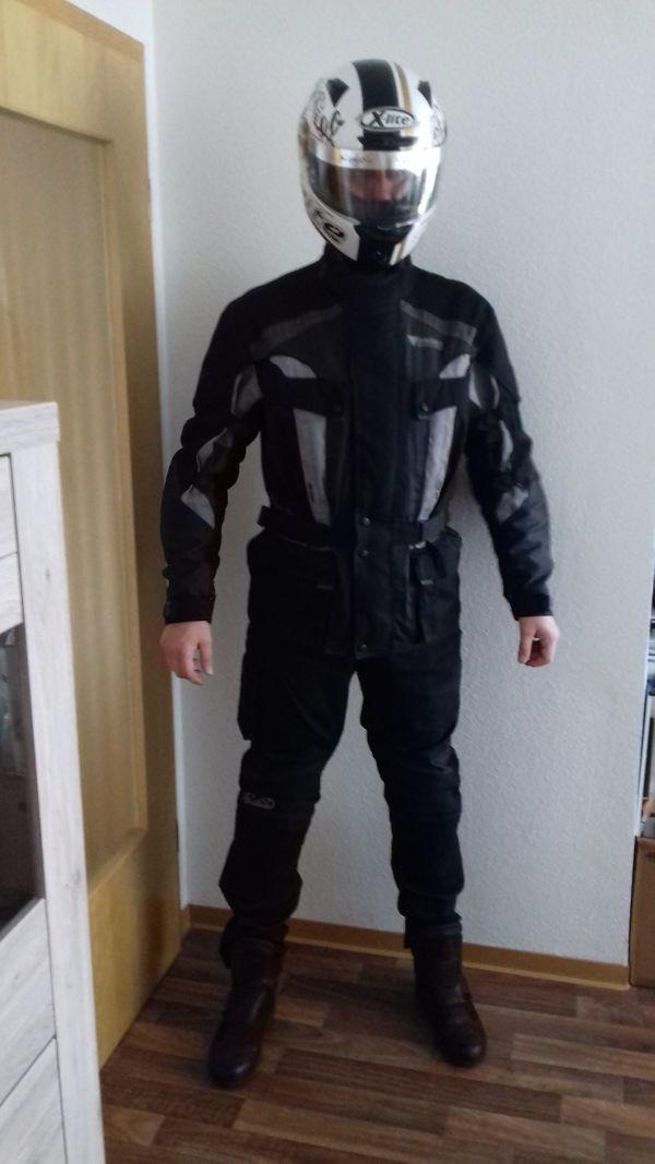 Motorradbekleidung Jacke und Hose