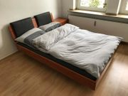 Massivholz Bett mit Nachttisch von