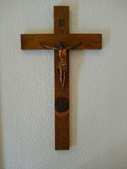Holzkreuz mit Kruzifix aus dem