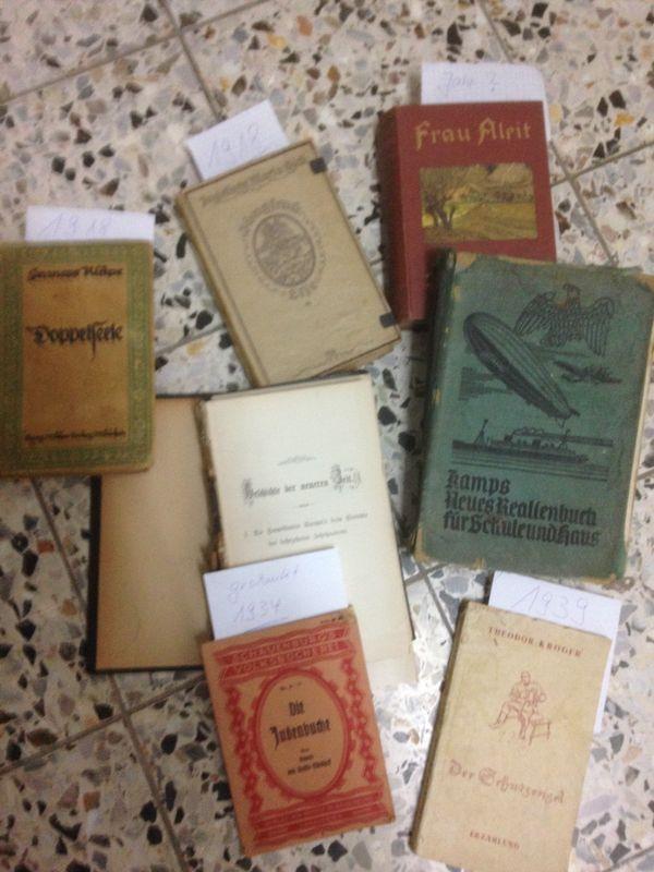 Alte Bücher Hefte Romane auch