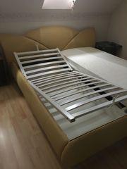 Stabiles Doppelbett mit Bettkasten Lattenrost
