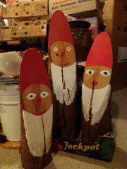 3 Nikoläuse aus Fichtenholzstämmen