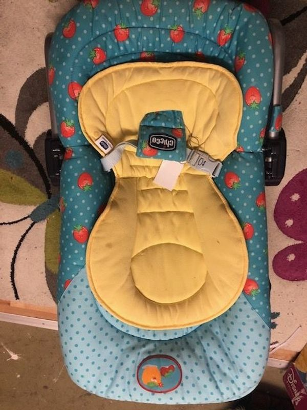 Babywippe mit Spielbogen von Chicco