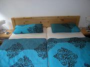Schönes Zirbenholz-Doppelbett Nachtkästen Lattenroste 40