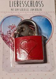 Liebesschloss in rot metallic