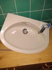 Waschbecken mit Kaltwasserhahn Farbe Beige