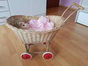 Altmodischer Puppenwagen