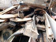 Feuerholz Brennholz Bretter Bruchholz zu