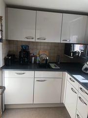 Einbauküche mit Spülmaschine Herd und