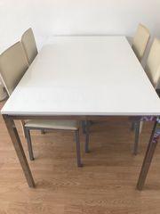 weißer Hochglanz Tisch mit 6