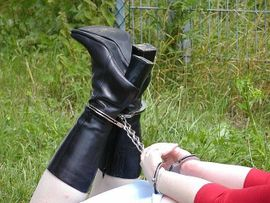 Weibliche Fotomodelle für Bondage Fetisch SM-Fotos: Kleinanzeigen aus Halle Diemitz - Rubrik BDSM