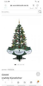 Schneihende Weihnachtsbaum mit Deko und