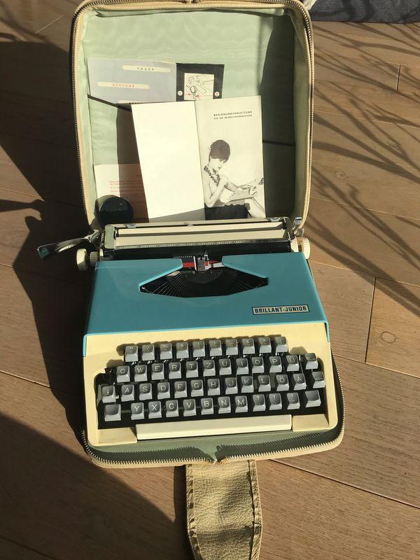 Alte funktionstüchtige Reiseschreibmaschine