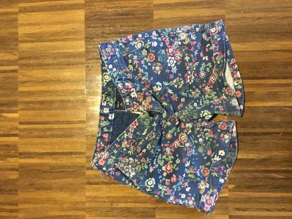 Gap Shorts geblümt engl Größe