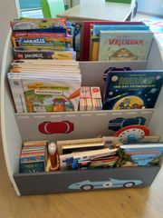 Bücherregal auf Rädern