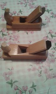 Hobel aus Holz