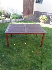 Guterhaltener Holzgartentisch