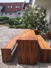 Sehr schöner Holztisch mit 2