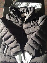 Schwarze Daunen Jacke