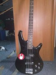 Bass Gitarre