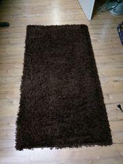 Sehr gut erhaltener brauner Teppich