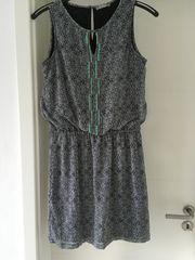 Schickes ärmelloses Kleid