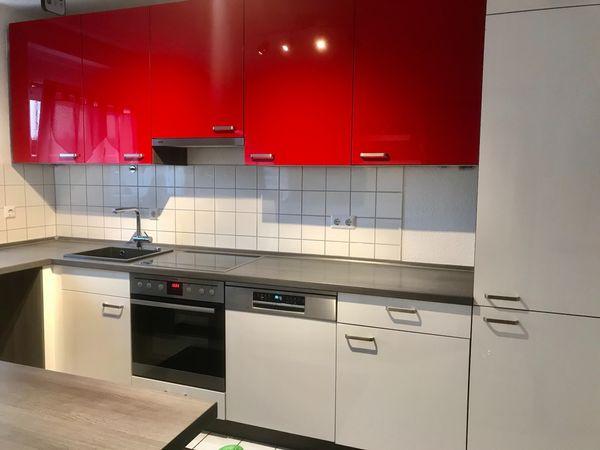 Küche Hochglanz u Form rot
