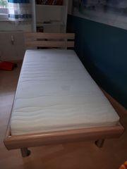 Sehr schönes Bett mit verstellbarem