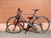 Silbernes Rennrad CUBE SL Road